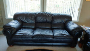 Leather sofa set for sale in good condition