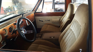 Bucket seats and console