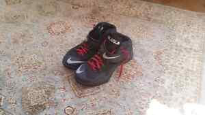 LeBron zoom solider 8 size 9 9.5/10 condition Cambridge Kitchener Area image 2
