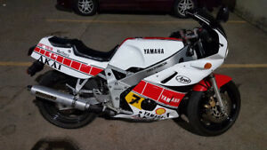 FZR Barry Sheene Replica
