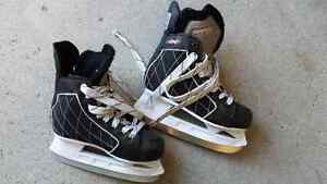 PAIR OF BOYS SKATES