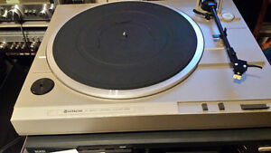 Hitachi turntable