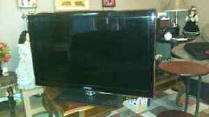 SELLING HARDLY USED LED TV SAMUNG 40 inches UN40C5000QF West Island Greater Montréal image 1