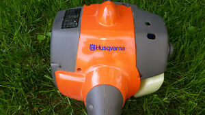 Husqvarna weedeater, taille bordure, coupe herbe, état neuf