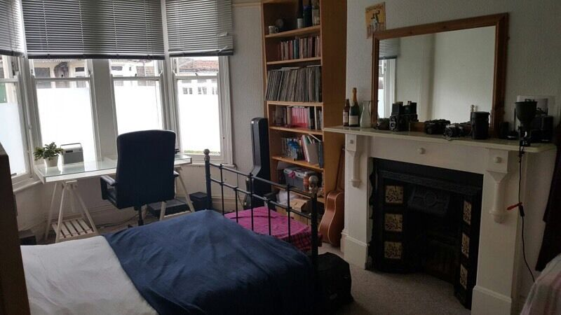 Large Double Bedroom to rent in friendly house just off Gloucester Road