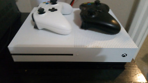 New Xbox one s with 2 controllers an 2 games