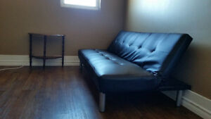Short term room available. Laundry, wifi, cable, utilities incl.