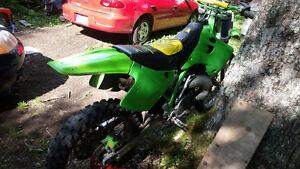KX 250 1993 et aussi un suzuki Dr 600 1989