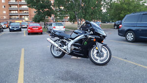 2007 Kawasaki Ninja ZZR600 like new with only 11k