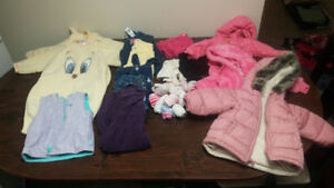 Lot of baby girl clothes sizes 6 to 12 month. (Over 100 pieces)