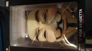 V For Vendetta Mask & Graphic Novel Box Set