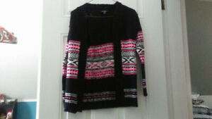 GIRLS SWEATER FOR SALE SIZE MEDIUM 10-12