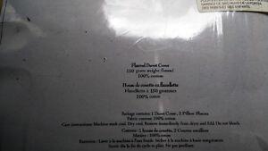 NEW - Queen Size Duvet Cover with Shams Regina Regina Area image 3
