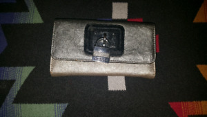 GUESS HAND WALLET/PURSE FOR SALE! GOOD CONDITION!