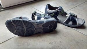 Boys sandals, Size 34 Euro (3) Kitchener / Waterloo Kitchener Area image 2