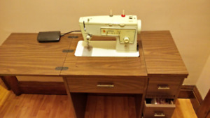 Singer Sewing Machine / desk
