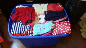 Plusieurs vêtements pour garcon et fille