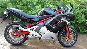 MINT 06' 650 Kawasaki Ninja **LOW kilometers, Original owner**