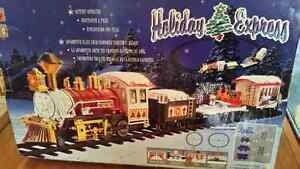 HOLIDAY EXPRESS TRAIN LIKE NEW WITH BATTERIES London Ontario image 1