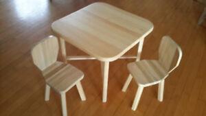 Petite table pour enfants en bois massif
