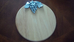 Grape Accent Wooden Board - for sale ! Kitchener / Waterloo Kitchener Area image 2