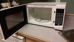 RCA Turntable Microwave - like new