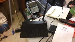 Router a vendre 25$ neg