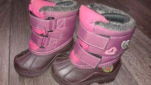 Petites bottes d'hiver Baby chou faites au Canada Grandeur 5