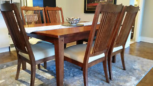 9 Piece Dining Set w/ Extendable Table -  MINT!
