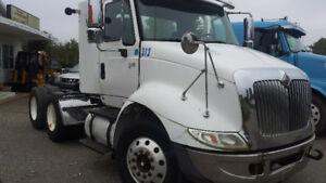 PARTS OR FIXER UPPER 2003 INTERNATIONAL DAY CAB 8600 MODEL