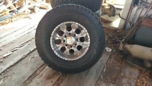 "17"" HUMMER RIMS AND TIRES (8 BOLT 315 70/R17)"