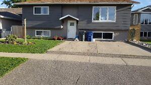 Well maintained bi-level in Warman