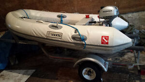 Zodiac Motorboat 2.3 Honda Motor and trailer