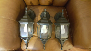 6 Outdoor Light (Good Condition)