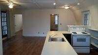 2 Bedroom Upper Suite/loft - Burlington - available Apr 1st