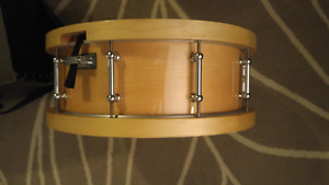 """Pacific SX 14"""" Maple Wood Hoop Snare Drum w/Case"""