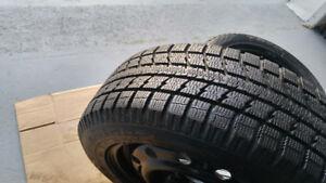 4 pneus d'hiver 195/65/R15 TOYO comme neuf sur jantes 5x114,3