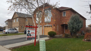 ***HOUSE FOR SALE IN BRAMPTON ***