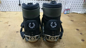 Snowboard binding with boots