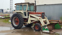 International Farmall 826 tractor w loader bucket and forks
