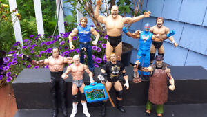 Lot of 8 WWE Action Figures * Excellent Condition *