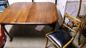 nice solid wood table and 4 matching chairs Belleville Belleville Area image 1