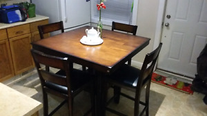 5 pieces dining set. 3ft. height