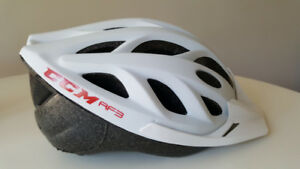 NEW CCM Women White Bicycle Helmet