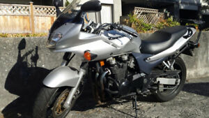 2002 Kawasaki ZR-750cc Very low kms Priced to Sell - $1800