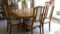 Dining table/chairs/hutch/buffet/sideboard