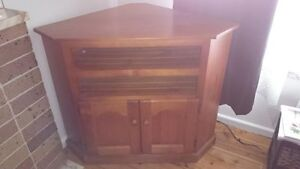 STAINED SOLD PINE TIMBER CORNER TV UNIT Villawood Bankstown Area Preview