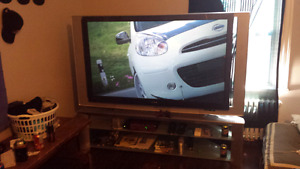 """60"""" Sony gaming unit with HDMI + a 320gb xbox 360 with games"""