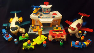 HUGE Vtg FISHER PRICE LITTLE PEOPLE JETPORT Play Family AIRPORT