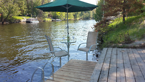 3 bedroom waterfront cottage - HOT TUB, Sauna and more..